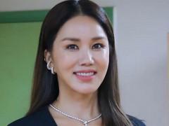「韩国玛丹娜」51岁一样辣 高衩豹纹装透视网袜洩腿根翘臀