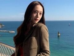 Krystal超长排扣大衣「风一吹洩美腿」小心机