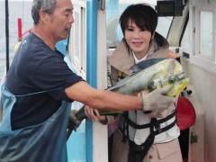 旱鸭子陈雅琳为节目考船员证 被推下水吓坏