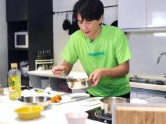 郑元畅下厨初体验 险炸厨房笑称「煮菜如作战」