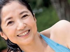 61岁气质女星比基尼解锁 辣晒「超狂少女身材」网疯传
