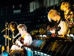 「ONE OK ROCK」线上演唱会11万乐迷朝圣 曲献故友三浦春马