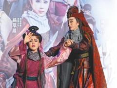 孙翠凤戏说郑芝龙 军舰搬上舞台